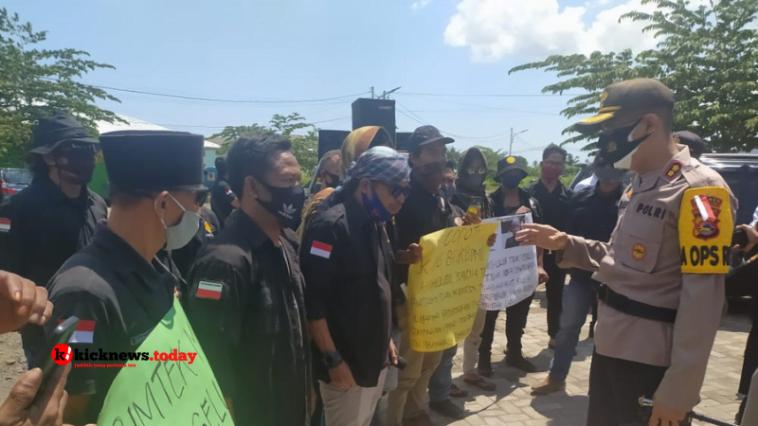 Aksi hearing Kasta Lombok Utara di Kantor Bupati
